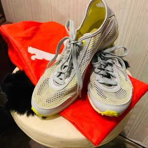 Puma Vintage mesh light weight athletic shoes